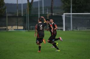 Luigi Silvestri esulta dopo un gol