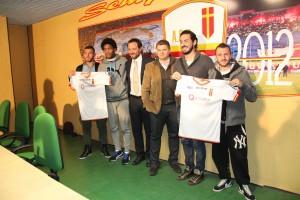 Il ds Ferrigno ed il dg Lo Monaco posano con i quattro acquisti