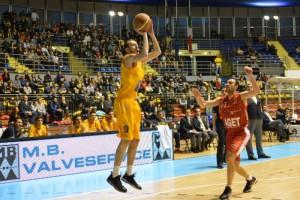 Vincenzo Esposito (Imola) in difesa