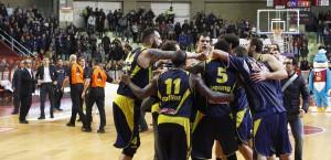 La gioia dei giocatori della Sigma Barcellona al suono della sirena finale