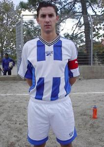 Giuseppe Stracuzzi, in una foto risalente al 2005/06 allorquando indossava la maglia del Giardini Naxos, squadra del paese natìo (scatto di R.S.)