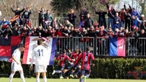 L'esultanza dei sostenitori della Casertana per il successo conquistato sul campo del Castel Rigone