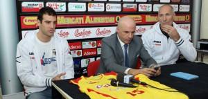 Gabriele Ganeto insieme al presidente Bonina e al Gm Riva nel giorno della sua presentazione