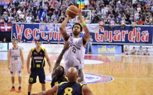 Hollis sfida la difesa di Barcellona