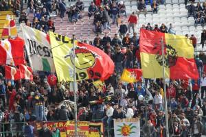 I tifosi giallorossi (foto Maricchiolo)