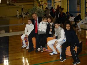 Il maestro Cutugno con i suoi atleti a Modica