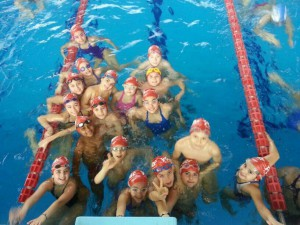 Gli atleti della Power Team Messina in posa in vasca