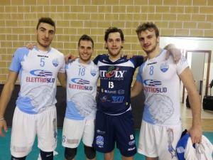 Matteo Bertoli in posa con gli ex compagni dell'Elettrosud  Sesto, Colarusso e Santangelo