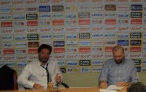"""Pozzecco e Buscaglia in sala stampa con le loro birre """"Corona"""""""