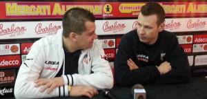 Il team manager di Barcellona Mauro Saja e Mauro Pinton in conferenza stampa