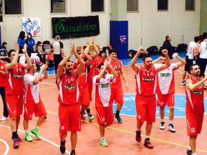Giocatori Costa d'Orlando applaudono i propri sostenitori giunti a Catania