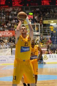 Il lungo Valerio Amoroso, mvp dell'incontro con 19 punti
