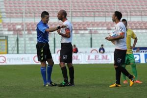 Ignoffo e Quintoni a colloquio con l'arbitro