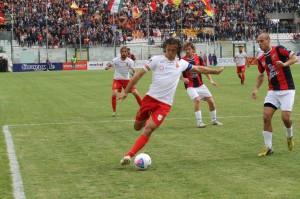 Giorgio Corona al tiro nel match con la Casertana (foto Paolo Furrer)