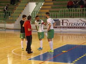 Il tecnico Gianluca Piscardi con i giocatori