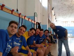 Coach Bacilleri ed alcuni degli atleti del gruppo dell'Aquila Nebrodi Cestistica Torrenovese