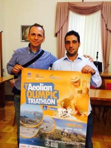 Antonello Aliberti e Angelo Messina posano con la locandina della manifestazione