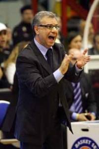 L'allenatore messinese della Passalacqua Ragusa Nino Molino