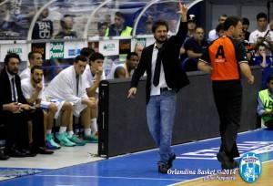Gianmarco Pozzecco segue la gara dei suoi giocatori