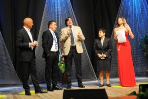 Nella foto di Francesco Saya un momento della premiazione del tecnico del Trapani Roberto Boscaglia a cura del giornalista RAI Marco Civoli ed alla presenza del sindaco e onorevole regionale Bernadette Grasso