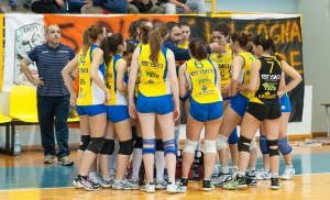 Il Messina Volley durante un time-out (foto Alessio Costa)