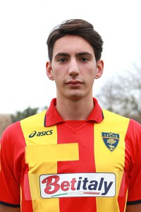 Domenico Brunetti con la maglia del Lecce, che potrebbe reindossare a breve dopo il ritorno a Verona