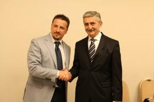 Il presidente di Napoli Maurizio Balbi stringe la mano a MArco Calvani