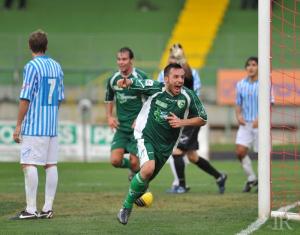 Il 23enne centrocampista esulta dopo una rete siglata ad Avellino