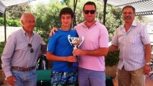 Nella foto Fabrizio Andaloro premiato dal direttore sportivo del TC Messina Angelo Maccarrone, con il delegato provinciale FIT Nino Genovese e il Consigliere del CRS Salvatore Cavallaro