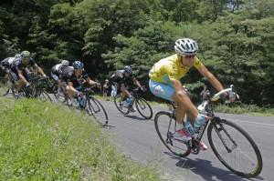 Vincenzo Nibali con la maglia gialla