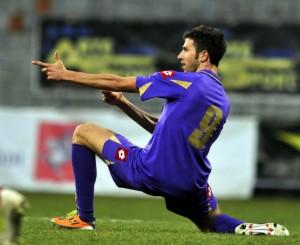 Pietro Iemmello con la maglia della Fiorentina