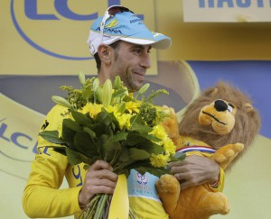 Nibali sul podio in giallo