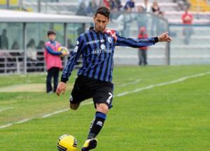 Alex Benvenga in azione con la maglia del Pisa