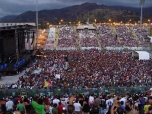 La consistente cornice di pubblico accorsa al San Filippo in occasione del concerto di Vasco Rossi nel 2008
