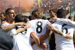 Una foto di gruppo che si riferisce al match promozione con il Martina: rispetto ad allora cambieranno tanti volti (scatto Gabriele Maricchiolo)