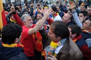 Il sindaco Renato Accorinti tra i tifosi nel giorno della promozione