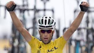 L'esultanza di Nibali per il quarto acuto personale, il secondo in maglia gialla, in questa edizione del Tour de France
