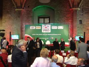 La presentazione dei calendari a Palazzo Vecchio: un appuntamento ancora lontano, dal momento che soltanto il 18 luglio si conoscerà l'organico ufficiale della nuova Lega Pro, dopo il relativo Consiglio Federale