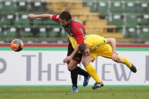 Simone Piva in azione con la maglia rossoverde della Ternana