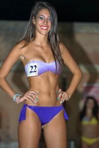 La splendida Giulia Cardullo in bikini: sorriso molto somigliante a quello di Belen Rodriguez