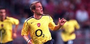 Lupoli con la divisa dell'Arsenal. Per lui quattro stagioni in Inghilterra