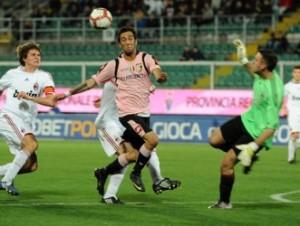 Marco Giovio in azione con la divisa del Palermo