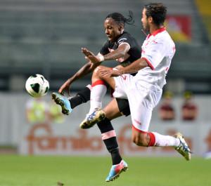 Perna con la maglia del Padova in marcatura su Hernandez del Palermo nello scorso torneo di B