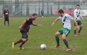 L'attaccante Luca Orlando in azione con la maglia dell'Aversa Normanna