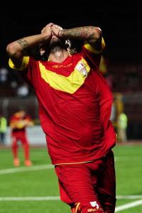 La disperazione di Nigro che vede sfumare la possibile rete del 2-1 (foto Matteo Papini-Paolo Furrer)