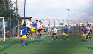 Un duello aereo nell'area del S.Gregorio durante il finale di match (scatto di R.S.)