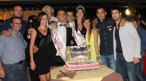 Foto di gruppo con la torta al Grangalà di Rodì Milici