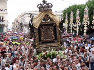 Un momento della partecipata processione della Madonna della Consolazione, in programma martedì 16 settembre