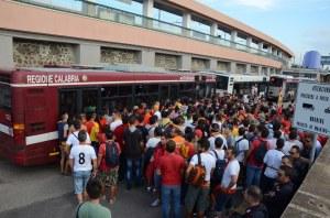 L'invasione dei tifosi giallorossi a Villa San Giovanni