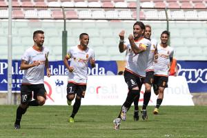 Il centrocampista ex Ischia al primo gol stagionale (foto Maricchiolo)